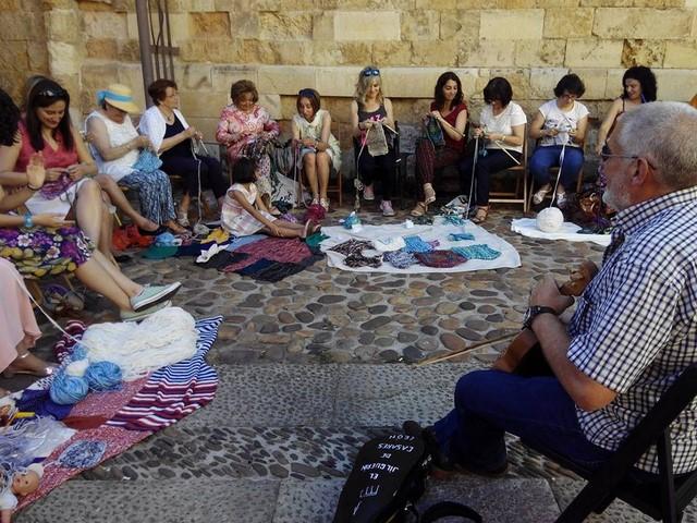 Encuentro urban knitting