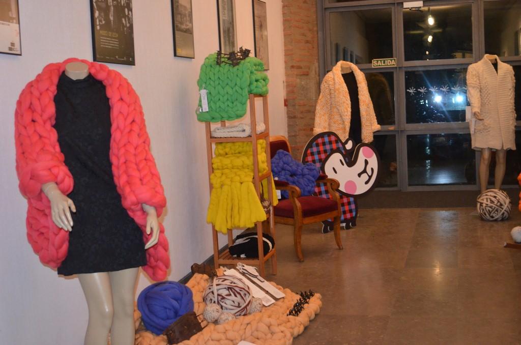 Exposicion prendas creadas con hilados de lana merina trashumante-Transhumance by Made in Slow